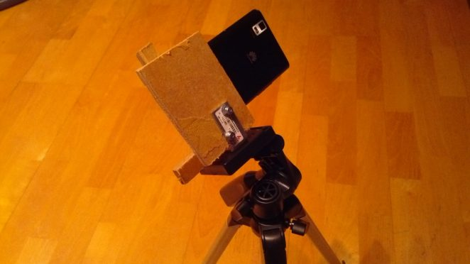 makeshift-smartphone-holder-tripod-back
