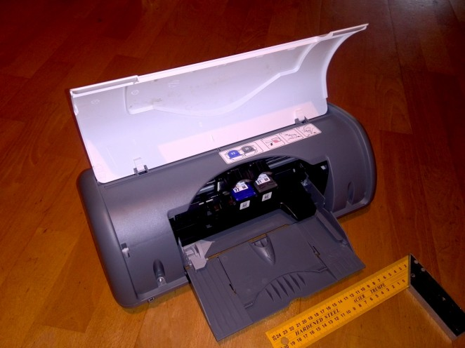 HP deskjet D1560 printer overview with lid open