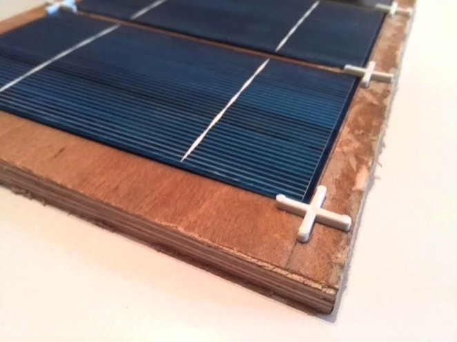 Solar cells tabbing jig using tile spacers - closer look 2